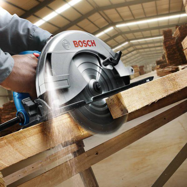 Bosch GKS 235 turbo cung cấp các đường cưa sắc gọn cho hiệu quả làm việc cao