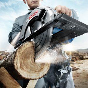 Hình thực thi cưa gỗ cùng Bosch GKS 235 chuyên nghiệp