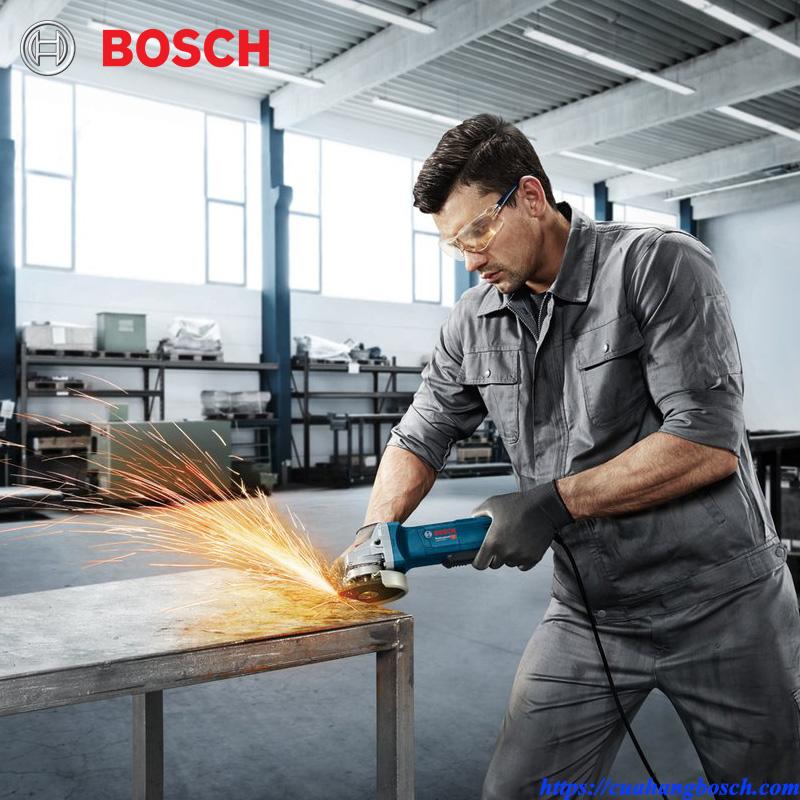 Máy mài Bosch GWS 9-100 P mang tới hiệu quả tối đa cho bất kỳ ứng dụng công việc ngoài thực tế