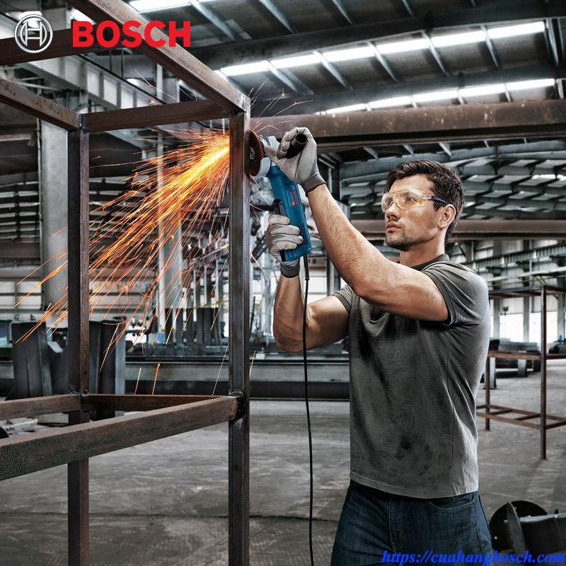 Thiết kế hiện đại cho khả năng xử lý tầm cao tốt của máy mài góc Bosch GWS 9-100 P