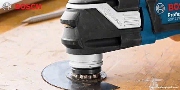 Hình ảnh máy cắt đa năng Bosch GOP 18v-28 trong ứng dụng xử lý gỗ
