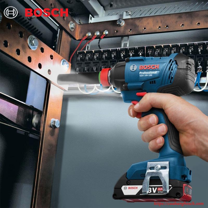 Máy siết ốc vít Bosch GDX 180 LI tiện lợi với đèn LED chiếu sáng trong môi trường tối