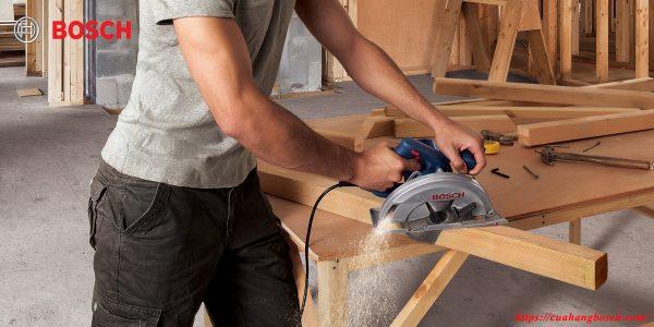 Máy cưa đĩa Bosch GKS 140 cho khả năng xử lý gỗ chuyên nghiệp