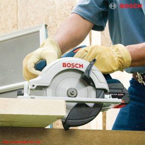 Hình ảnh cắt gỗ trong thực tế cùng dòng máy cưa đĩa Bosch GKS 18V-57