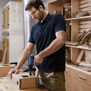 Bosch GSB 12V-30 đầy mạnh mẽ cho các yêu cầu lắp đặt và khoan gỗ