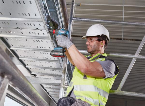 Bosch GDX 18V-200 C hỗ trợ thi công tầm cao hiệu quả