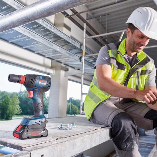 Máy siết ốc Bosch GDX 18V-200C mang tới hiệu quả trong công việc