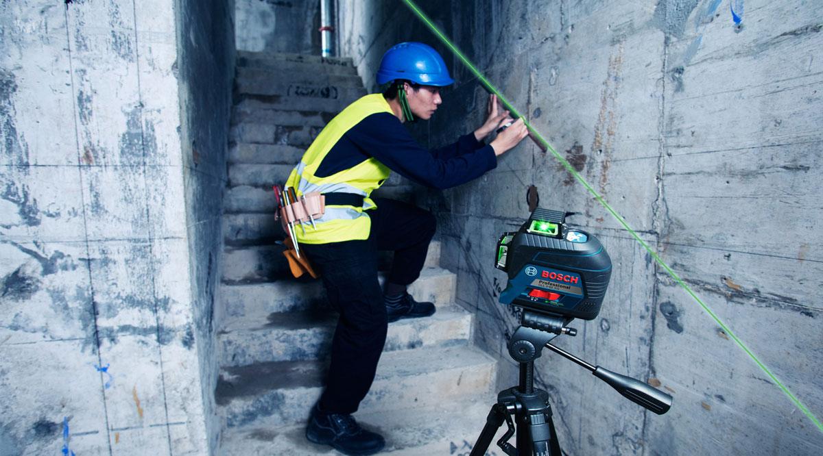 Hình ảnh thi công thực tế cùng máy cân mực Bosch GLL 3-80 XG